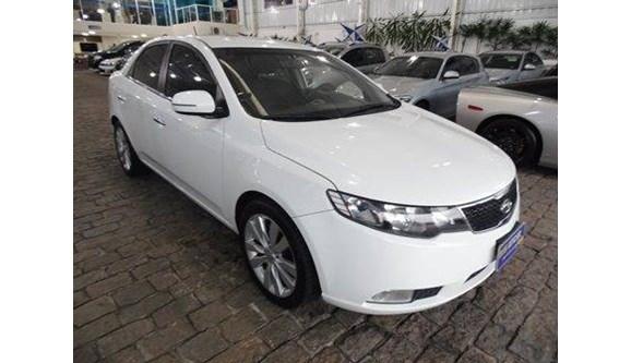 //www.autoline.com.br/carro/kia/cerato-16-sx-16v-sedan-gasolina-4p-automatico/2012/vinhedo-sp/8751045