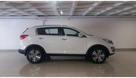 //www.autoline.com.br/carro/kia/sportage-20-ex-16v-flex-4p-automatico/2015/belo-horizonte-mg/10190113