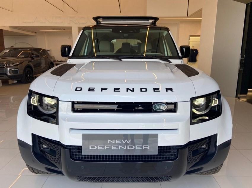 //www.autoline.com.br/carro/land-rover/defender-20-se-110-16v-gasolina-4p-4x4-turbo-automatic/2022/uberlandia-mg/15217013