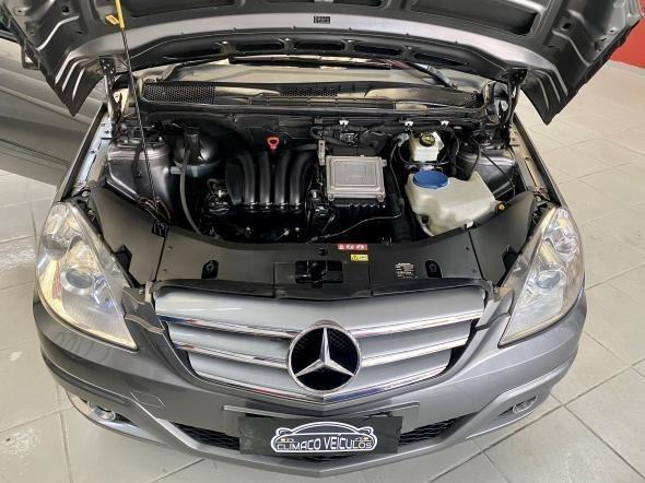//www.autoline.com.br/carro/mercedes-benz/b-180-18-family-plus-8v-gasolina-4p-automatico/2011/sao-paulo-sp/12385873