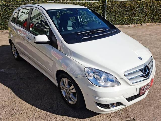 //www.autoline.com.br/carro/mercedes-benz/b-180-18-family-plus-8v-gasolina-4p-automatico/2011/porto-alegre-rs/15527026