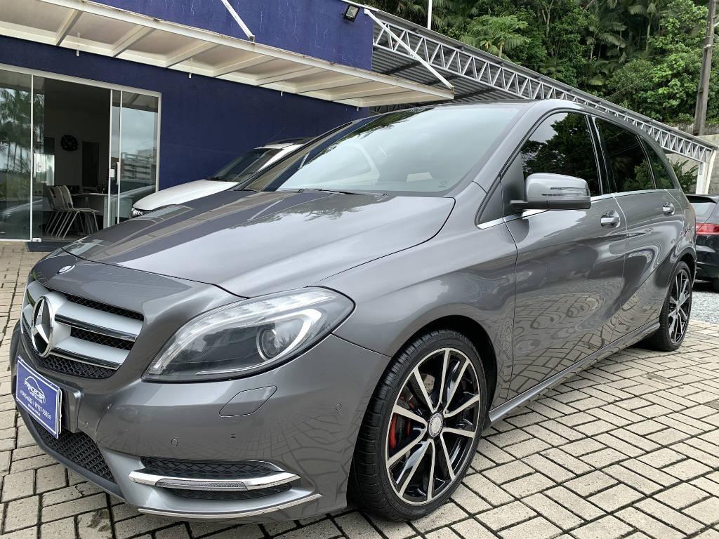 //www.autoline.com.br/carro/mercedes-benz/b-200-16-turbo-156cv-4p-gasolina-automatico/2014/joinville-sc/13488061