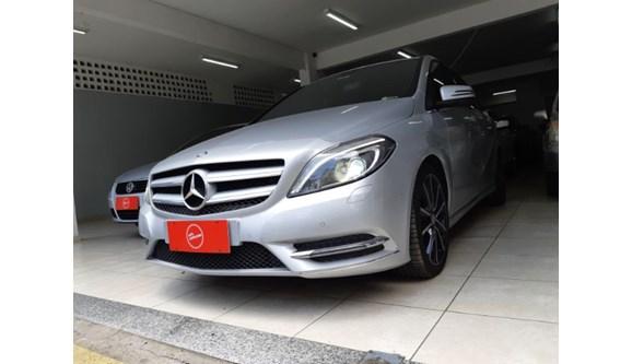 //www.autoline.com.br/carro/mercedes-benz/b-200-16-turbo-cgi-16v-156cv-4p-gasolina-automatico/2015/sao-paulo-sp/6965647
