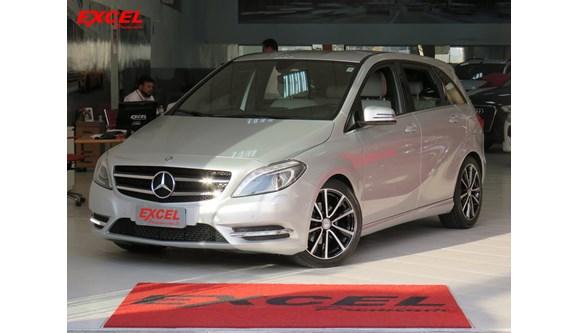 //www.autoline.com.br/carro/mercedes-benz/b-200-16-sport-156cv-16v-gasolina-4p-automatizado/2013/curitiba-pr/8116265