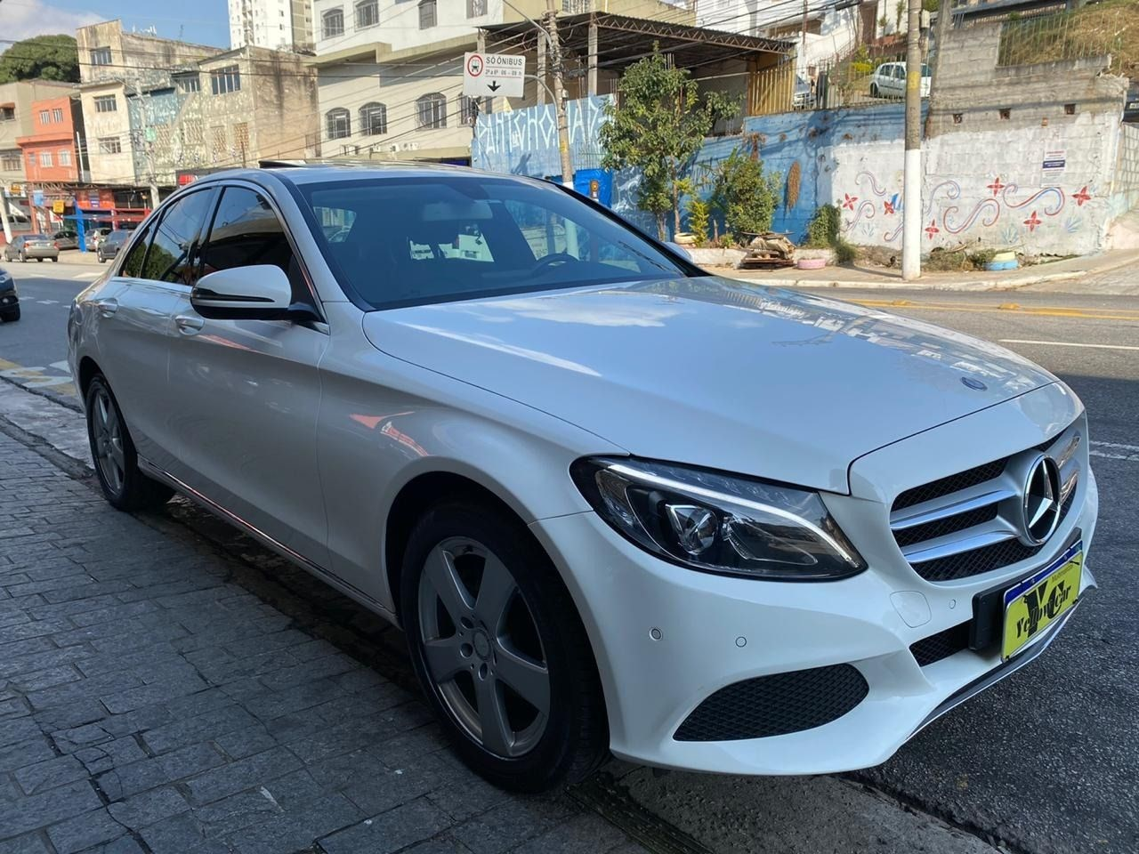 //www.autoline.com.br/carro/mercedes-benz/c-200-20-avantgarde-16v-gasolina-4p-turbo-automatic/2016/sao-paulo-sp/13908150