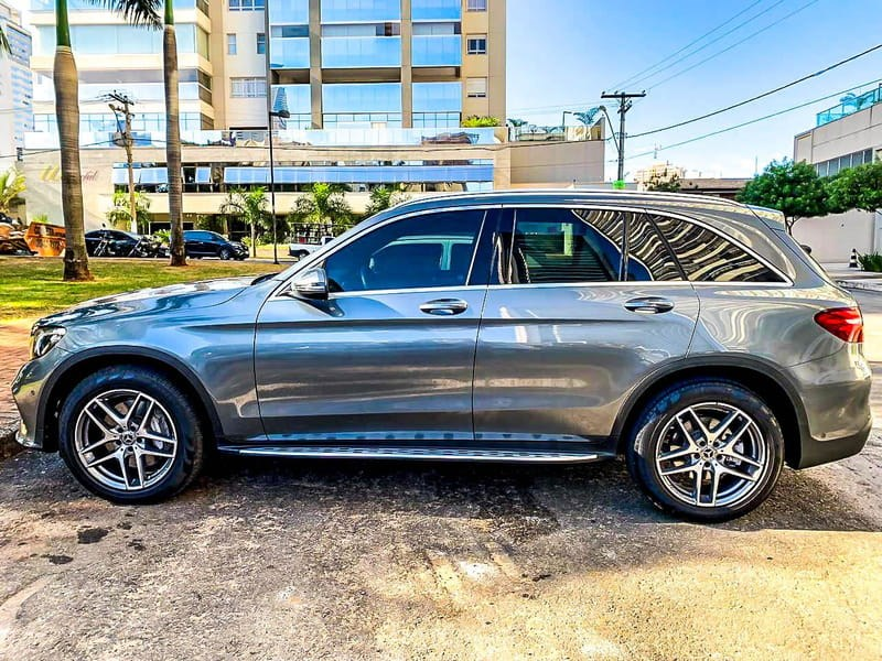 //www.autoline.com.br/carro/mercedes-benz/glc-250-20-4matic-16v-gasolina-4p-turbo-automatico/2018/jatai-go/14591848