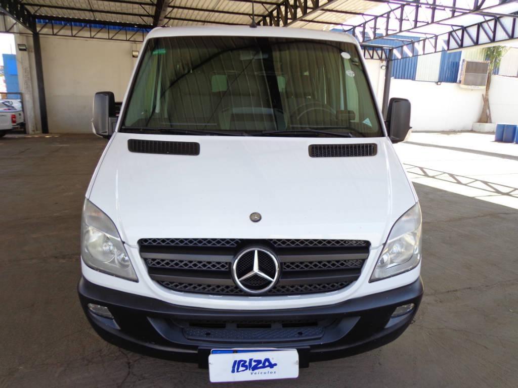 //www.autoline.com.br/carro/mercedes-benz/sprinter-22-415-std-ta-16v-diesel-4p-manual/2014/patos-de-minas-mg/12534138