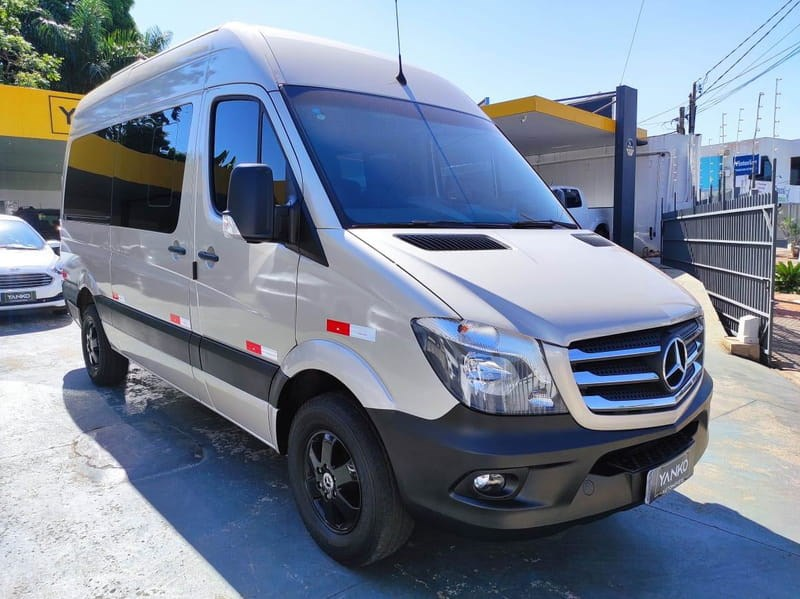 //www.autoline.com.br/carro/mercedes-benz/sprinter-22-cdi-415-van-16l-luxo-16v-diesel-4p-turbo-m/2019/campo-grande-ms/14720413