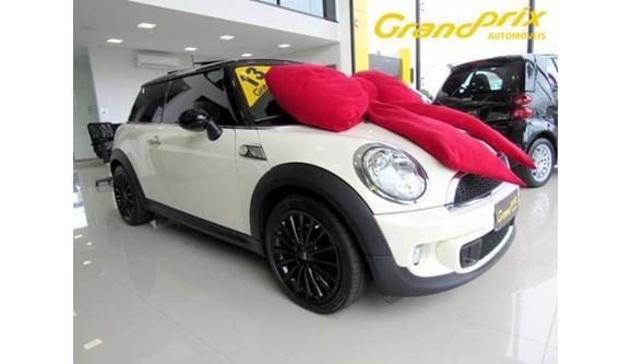 //www.autoline.com.br/carro/mini/cooper-16-s-16v-turbo-175cv-2p-gasolina-automatico/2013/curitiba-pr/6543290