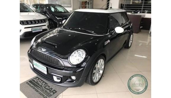 //www.autoline.com.br/carro/mini/cooper-16-s-16v-turbo-175cv-2p-gasolina-automatico/2013/curitiba-pr/6979490