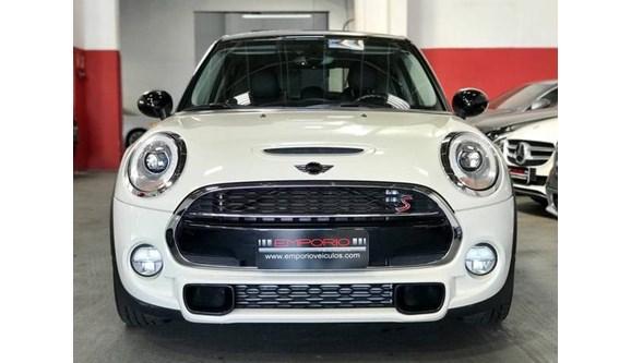 //www.autoline.com.br/carro/mini/cooper-20-s-16v-gasolina-4p-automatico/2016/porto-alegre-rs/8071285