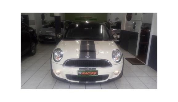 //www.autoline.com.br/carro/mini/cooper-16-s-16v-turbo-175cv-2p-gasolina-automatico/2011/sao-paulo-sp/8170491