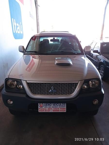 //www.autoline.com.br/carro/mitsubishi/l200-outdoor-25-hpe-8v-diesel-4p-4x4-turbo-manual/2011/dourados-ms/15383223