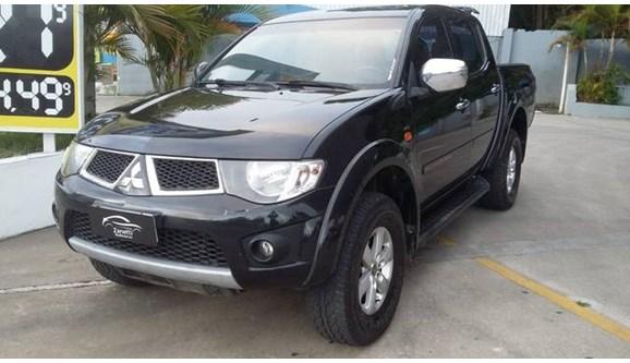 //www.autoline.com.br/carro/mitsubishi/l200-triton-35-hpe-4x4-at-v-6-200cv-4p-flex-automatico/2012/mogi-das-cruzes-sp/6643686