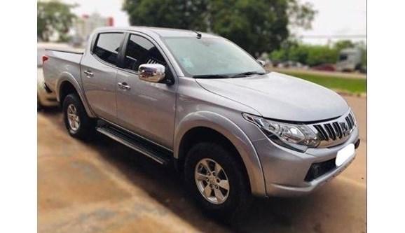 //www.autoline.com.br/carro/mitsubishi/l200-triton-32-hpe-16v-diesel-4p-4x4-turbo-automatico/2017/parauapebas-pa/10861692