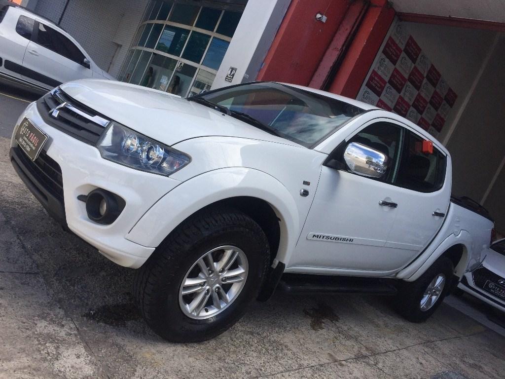 //www.autoline.com.br/carro/mitsubishi/l200-triton-32-hpe-16v-diesel-4p-automatico-4x4-turbo-int/2015/natal-rn/12909753