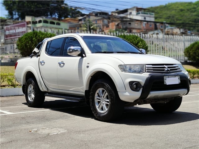 //www.autoline.com.br/carro/mitsubishi/l200-triton-35-hpe-24v-flex-4p-automatico-4x4/2015/rio-de-janeiro-rj/13073506