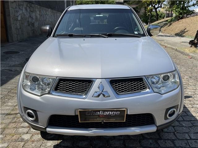 //www.autoline.com.br/carro/mitsubishi/l200-triton-32-hpe-16v-diesel-4p-4x4-turbo-automatico/2013/rio-de-janeiro-rj/14315901