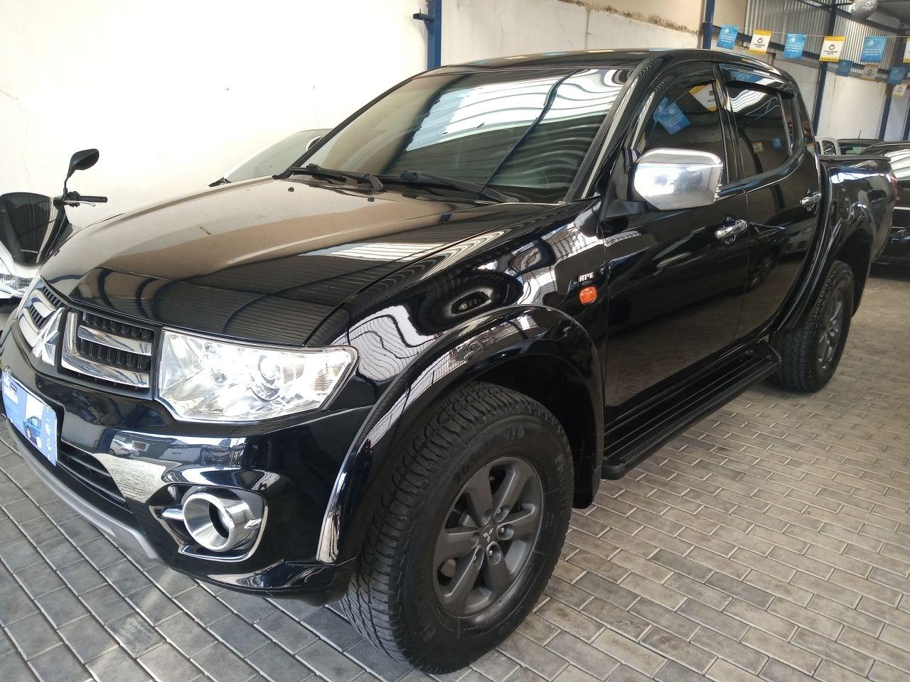 //www.autoline.com.br/carro/mitsubishi/l200-triton-32-16v-diesel-4p-4x4-turbo-automatico/2011/salto-sp/14740948