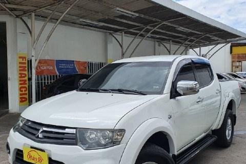 //www.autoline.com.br/carro/mitsubishi/l200-triton-32-hpe-16v-diesel-4p-4x4-turbo-manual/2015/manaus-am/14812489