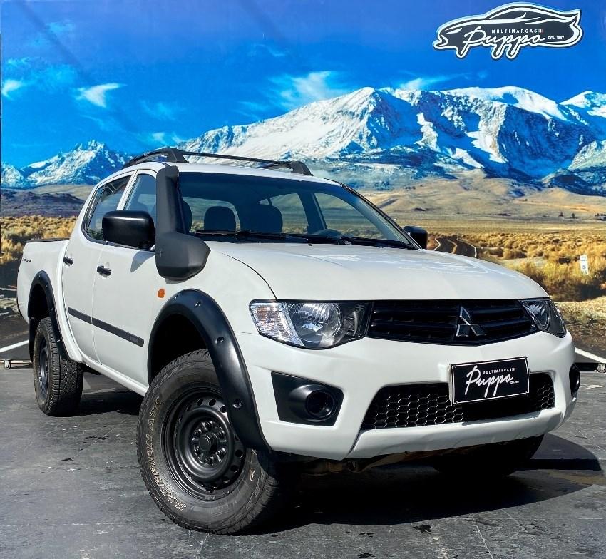//www.autoline.com.br/carro/mitsubishi/l200-triton-32-gl-16v-diesel-4p-4x4-turbo-manual/2017/manaus-am/14910527