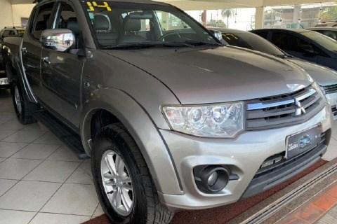 //www.autoline.com.br/carro/mitsubishi/l200-triton-32-hpe-16v-diesel-4p-4x4-turbo-automatico/2014/santa-rosa-de-viterbo-sp/15035676