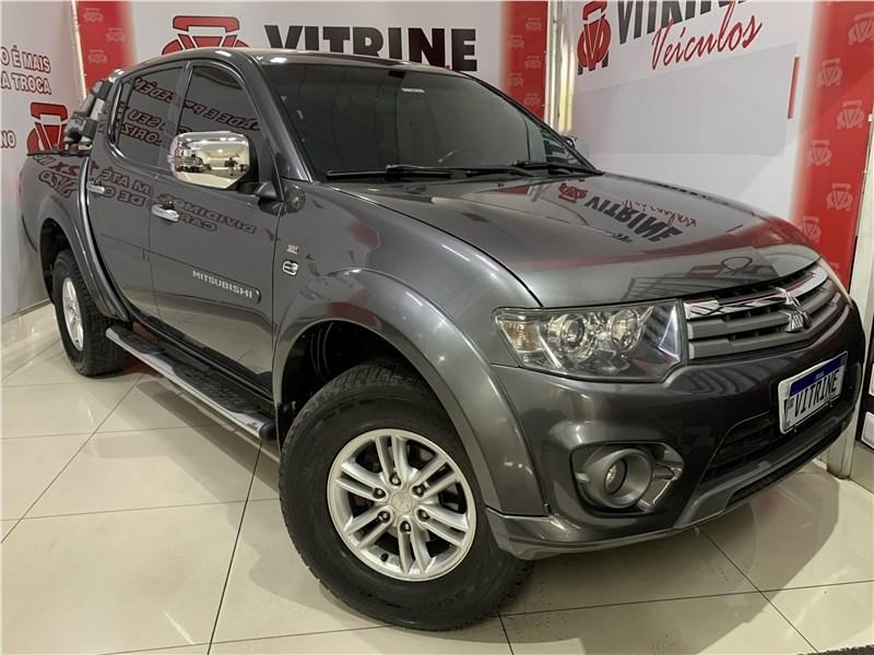 //www.autoline.com.br/carro/mitsubishi/l200-triton-32-hpe-16v-diesel-4p-4x4-turbo-automatico/2016/belo-horizonte-mg/15311007