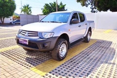 //www.autoline.com.br/carro/mitsubishi/l200-triton-32-gl-16v-diesel-4p-4x4-turbo-manual/2015/tangara-da-serra-mt/15429501
