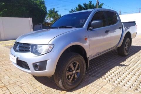 //www.autoline.com.br/carro/mitsubishi/l200-triton-32-gls-16v-diesel-4p-4x4-turbo-manual/2015/tangara-da-serra-mt/15429588