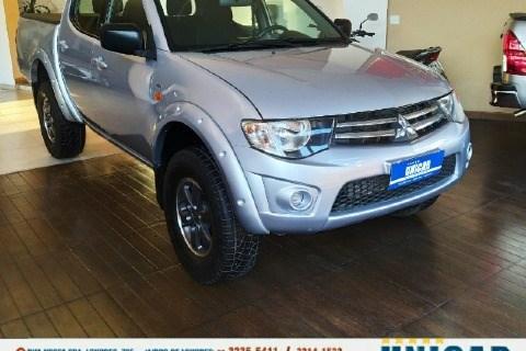 //www.autoline.com.br/carro/mitsubishi/l200-triton-32-gls-16v-diesel-4p-4x4-turbo-manual/2015/juiz-de-fora-mg/15502460