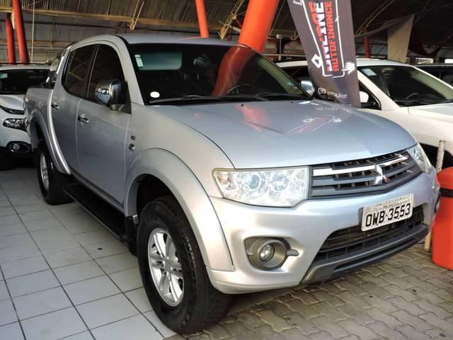 //www.autoline.com.br/carro/mitsubishi/l200-triton-32-hpe-16v-diesel-4p-4x4-turbo-automatico/2014/natal-rn/15607758