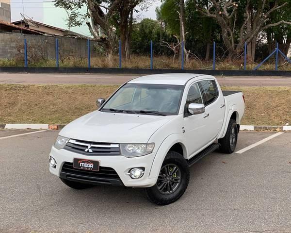 //www.autoline.com.br/carro/mitsubishi/l200-triton-35-v6-hpe-24v-flex-4p-4x4-automatico/2015/vinhedo-sp/15640393