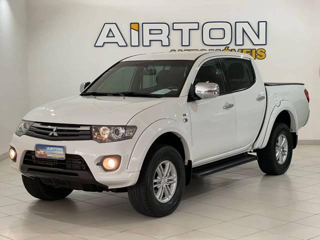 //www.autoline.com.br/carro/mitsubishi/l200-triton-32-hpe-16v-diesel-4p-4x4-turbo-automatico/2015/indaial-sc/15793805