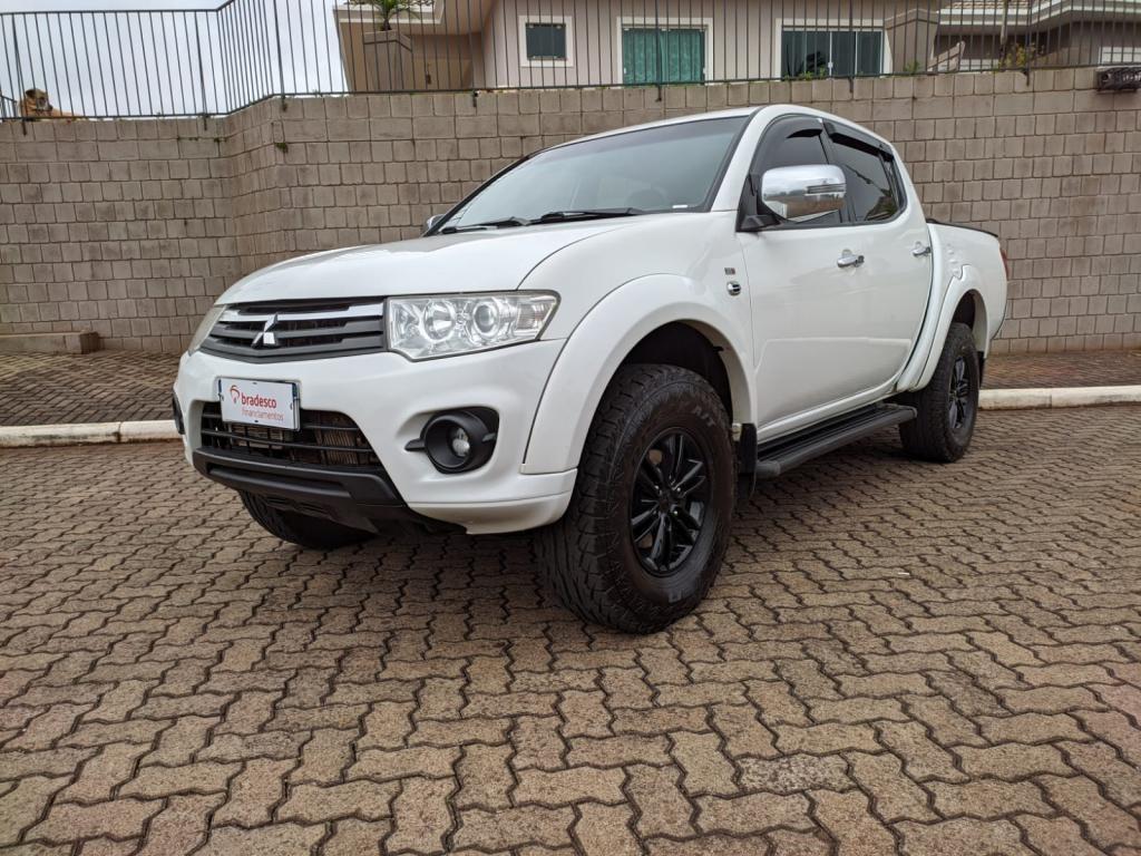 //www.autoline.com.br/carro/mitsubishi/l200-triton-32-hpe-16v-diesel-4p-4x4-turbo-automatico/2014/ajuricaba-rs/15803134