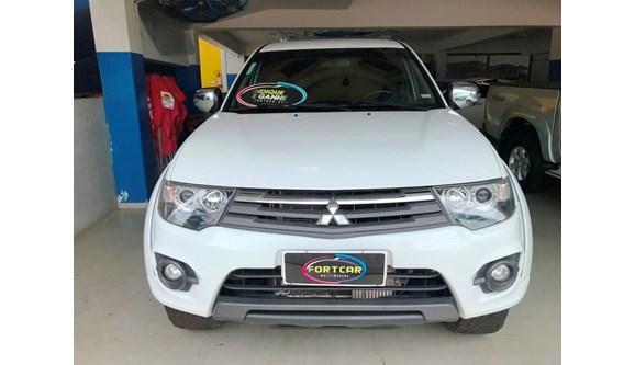 //www.autoline.com.br/carro/mitsubishi/l200-triton-35-hpe-24v-flex-4p-automatico-4x4/2015/jatai-go/6844267