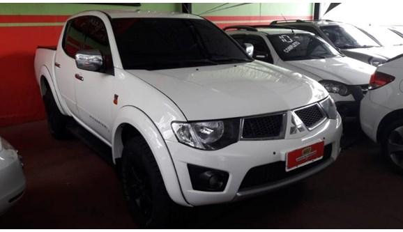 //www.autoline.com.br/carro/mitsubishi/l200-triton-32-hpe-4x4-16v-turbo-ic-170cv-4p-diesel-autom/2011/ribeirao-preto-sp/6872928