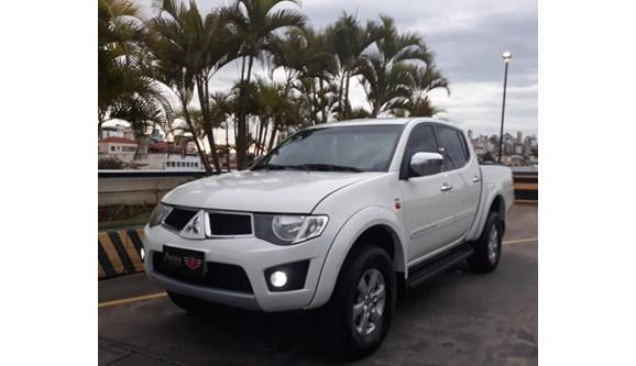 //www.autoline.com.br/carro/mitsubishi/l200-triton-32-16v-diesel-4p-automatico-4x4-turbo-interco/2012/belo-horizonte-mg/6914689
