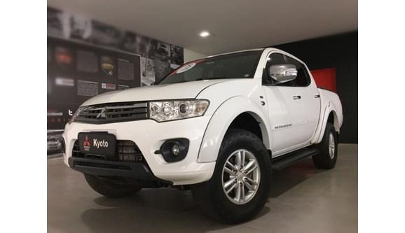 //www.autoline.com.br/carro/mitsubishi/l200-triton-32-hpe-16v-diesel-4p-automatico-4x4-turbo-int/2015/ribeirao-preto-sp/7001491