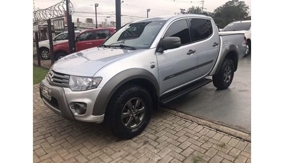 //www.autoline.com.br/carro/mitsubishi/l200-triton-32-outdoor-16v-diesel-4p-automatico-4x4-turbo/2017/curitiba-pr/7021416