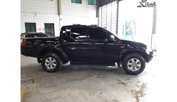 //www.autoline.com.br/carro/mitsubishi/l200-triton-35-hpe-4x4-at-v-6-200cv-4p-flex-automatico/2012/sao-paulo-sp/8540965
