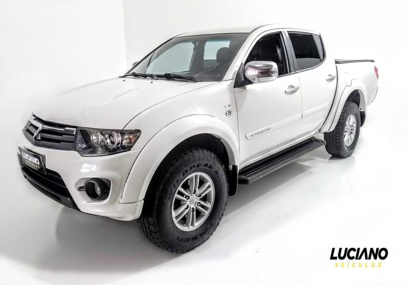 //www.autoline.com.br/carro/mitsubishi/l200-triton-32-hpe-16v-diesel-4p-automatico-4x4-turbo-int/2015/ponta-grossa-pr/9156772