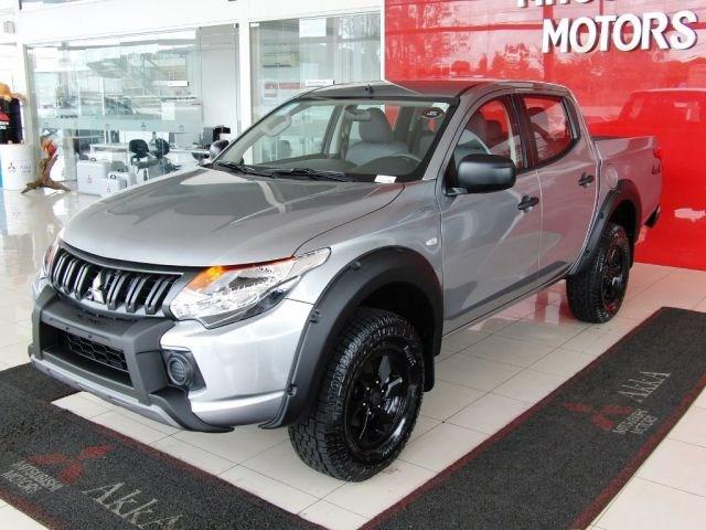 //www.autoline.com.br/carro/mitsubishi/l200-triton-outdoor-24-glx-16v-diesel-4p-4x4-turbo-manual/2022/sete-lagoas-mg/14371362