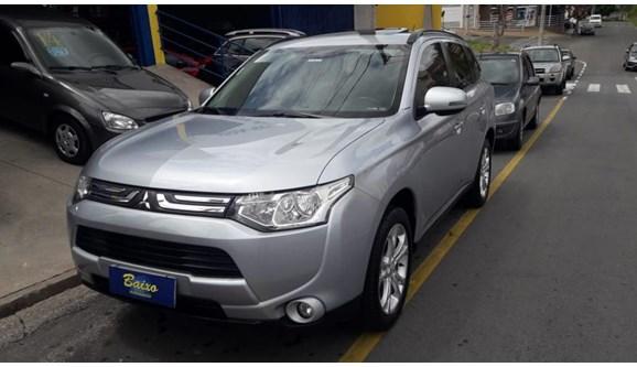 //www.autoline.com.br/carro/mitsubishi/outlander-20-16v-gasolina-4p-automatico/2014/itatiba-sp/11179370