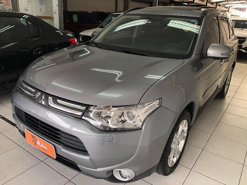 //www.autoline.com.br/carro/mitsubishi/outlander-30-gt-v-6-4x4-at-240cv-4p-gasolina-automatico/2015/porto-alegre-rs/12619485