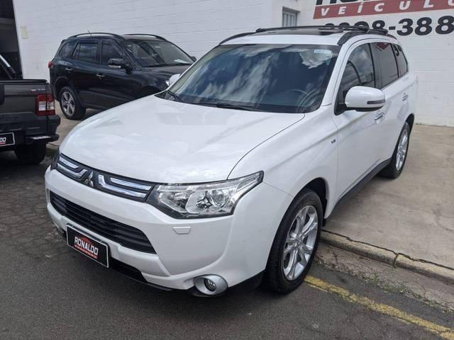 //www.autoline.com.br/carro/mitsubishi/outlander-30-gt-24v-gasolina-4p-automatico-4x4/2014/amparo-sp/12738988
