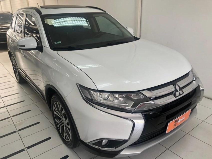 //www.autoline.com.br/carro/mitsubishi/outlander-20-16v-4x2-cvt-160cv-4p-gasolina-automatico/2016/porto-alegre-rs/12970706