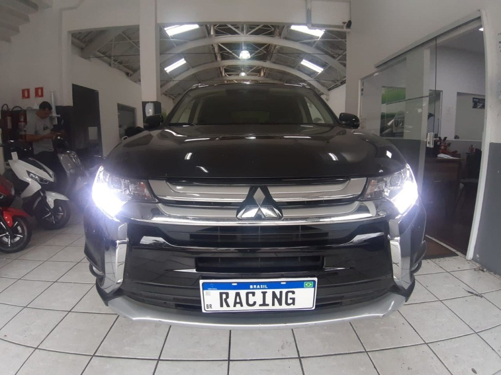 //www.autoline.com.br/carro/mitsubishi/outlander-30-gt-24v-gasolina-4p-automatico-4x4/2018/sao-paulo-sp/13007098