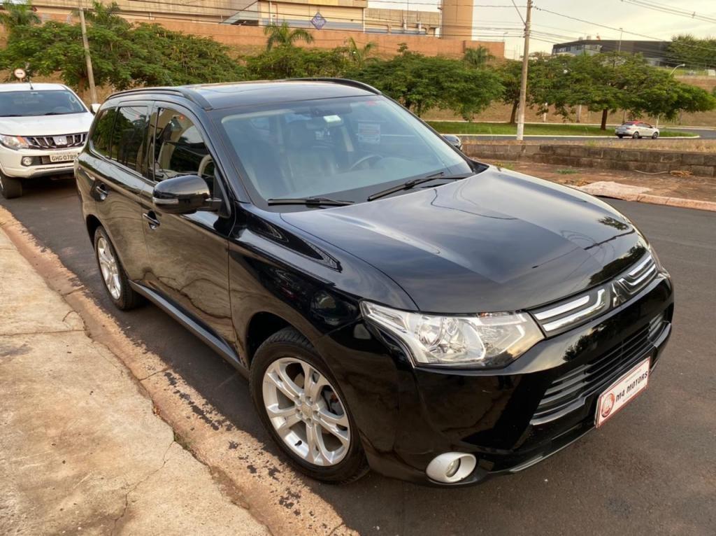 //www.autoline.com.br/carro/mitsubishi/outlander-20-16v-gasolina-4p-cvt/2015/ribeirao-preto-sp/14633968