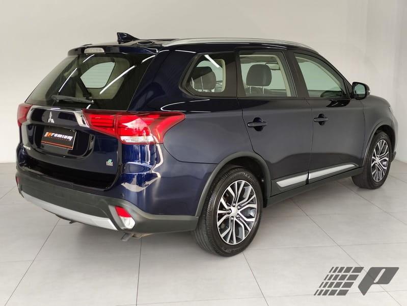 //www.autoline.com.br/carro/mitsubishi/outlander-20-comfort-pack-7l-16v-gasolina-4p-cvt/2018/curitiba-pr/14930587