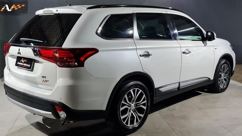 //www.autoline.com.br/carro/mitsubishi/outlander-30-v6-gt-24v-gasolina-4p-4x4-automatico/2016/guarapuava-pr/15567497